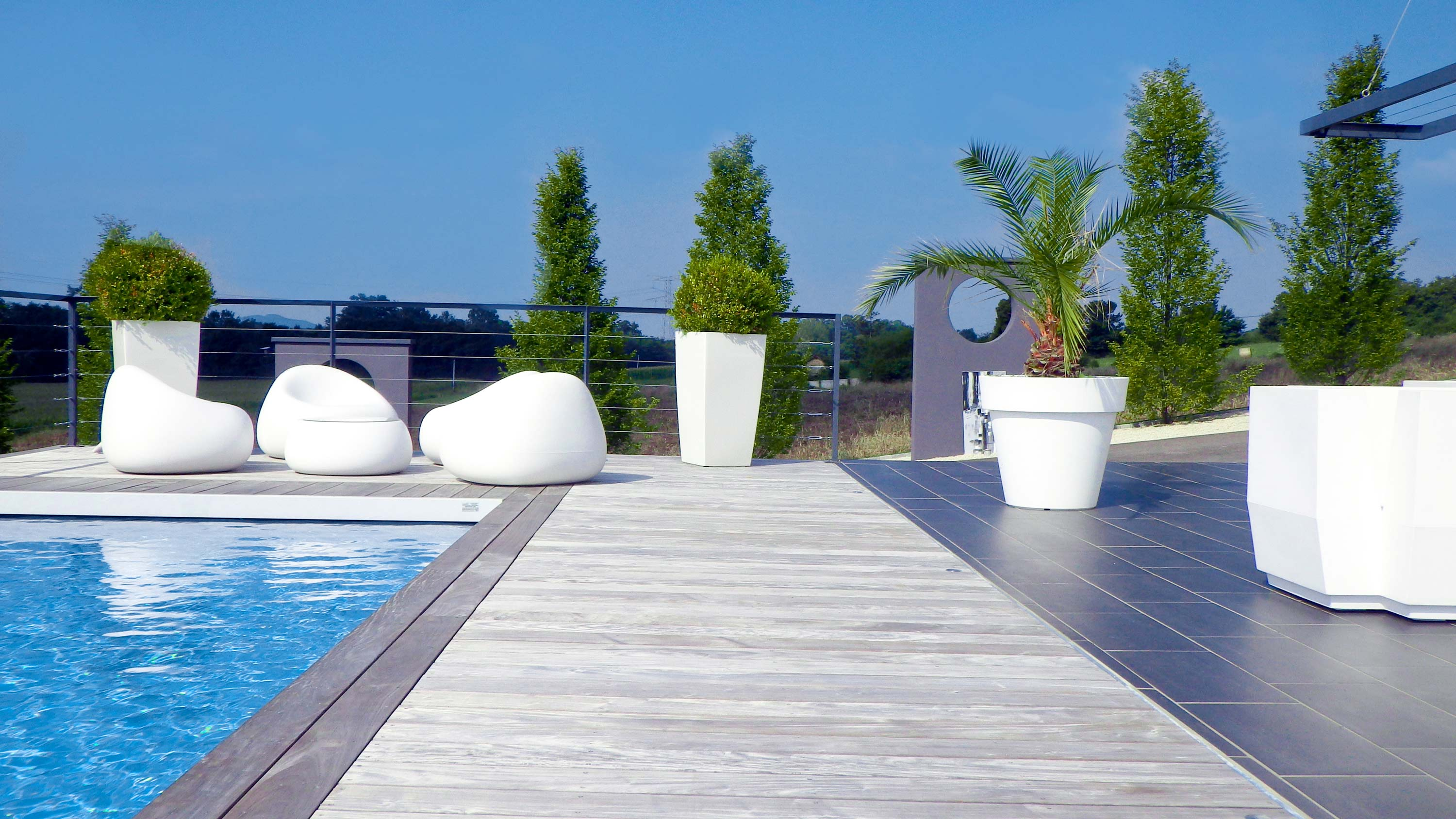 Piscine 1 web les paysagistes francais bourgoin - Amenagement piscine design saint etienne ...