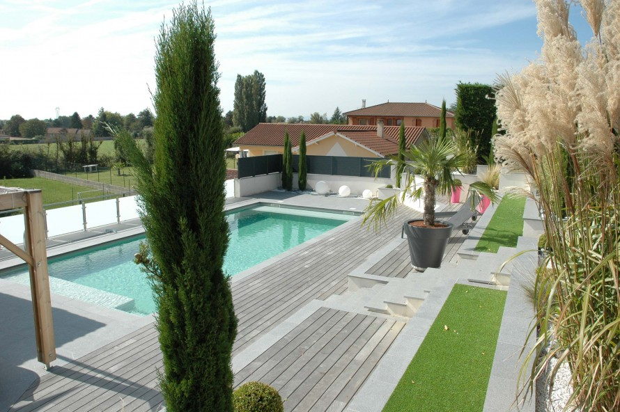 Les paysagistes francais piscine1 les paysagistes francais for Entretien jardin valence